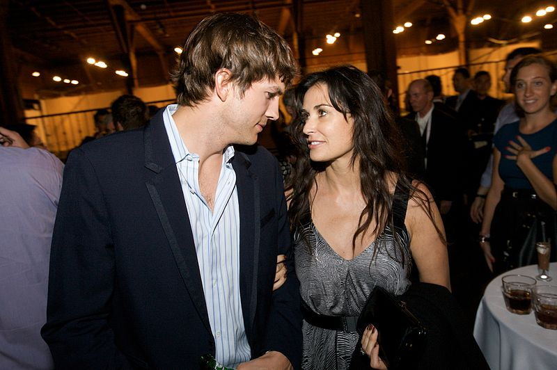 800px-Demi_Moore_and_Ashton_Kutcher_TechCrunch50