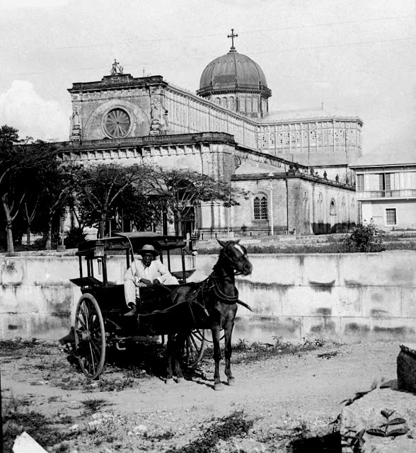 A calesa in front of the Manila Cathedral 1900 - 1920. Image from John Sewell