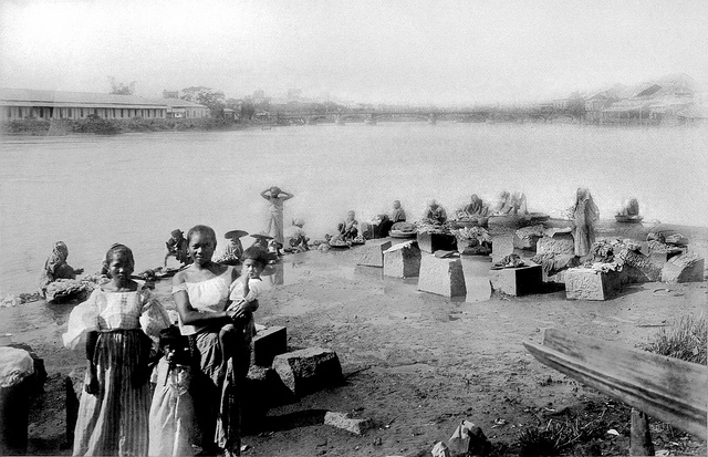 Washing clothes, Pasig River, Manila, Philippines, late 19th or early 20th Century