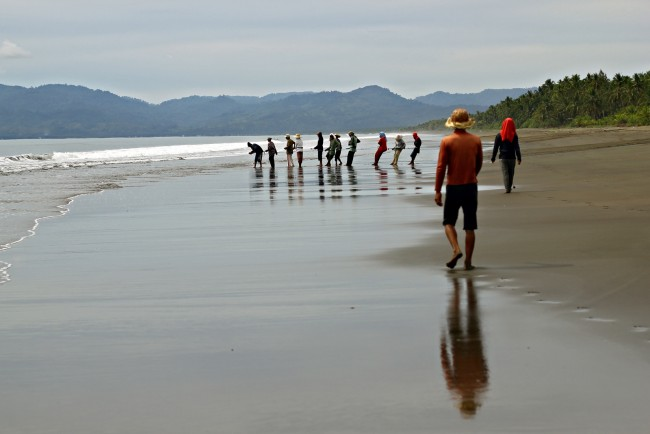 Fishermen help pull their catch together in the midst of Union beach's tranquil setting in Madrid, Surigao del Sur.  Photo by Erwin Mascarinas, InterAksyon.com.
